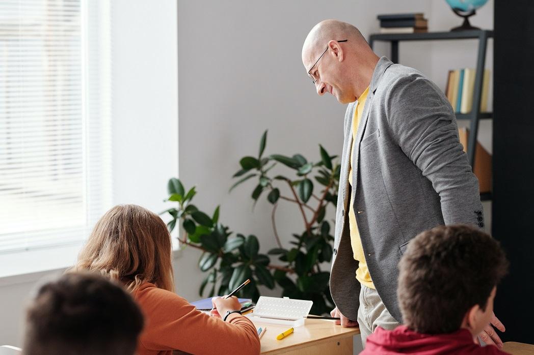 Co szkoły kupują latem ioczym nie należy zapominać, wyposażając nową salę lekcyjną?